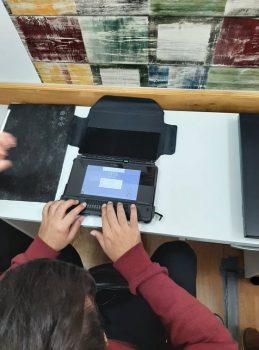 Obuka za rad na elektroničkim uređajima za slijepe osobe